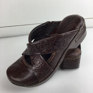 Born Handcrafted Marybeth Cross Strap Clog